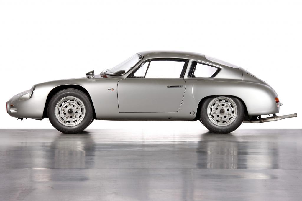 Die Hülle besteht aus Aluminium, das Auto misst lediglich 3,88 Meter und wiegt 780 Kilogramm