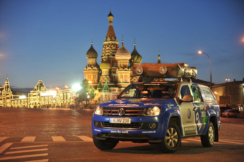 Die Move the World Aids Awareness Expedition auf dem Roten Platz in Moskau.