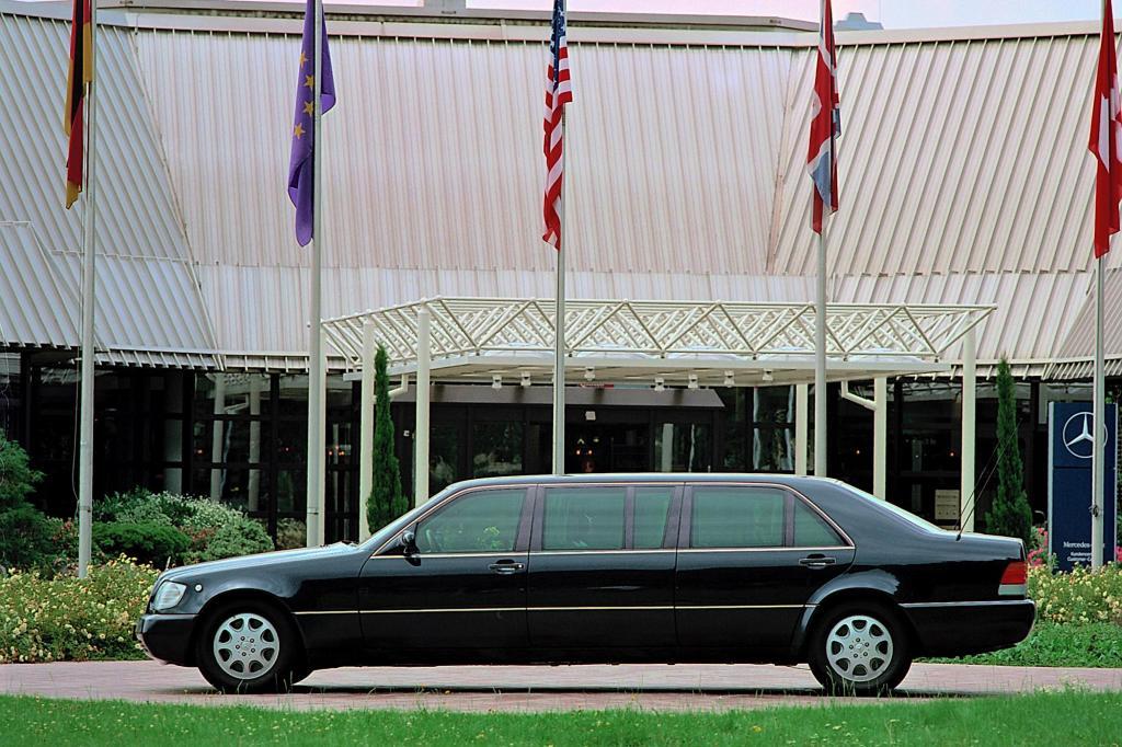 Die Pullman-Version des W140 wurde sogar nach Einführung der neuen S-Klasse-Generation weitergebaut