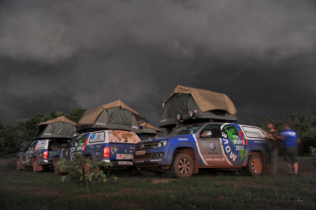Die Spezialaufbauten der Amarok auf dem Prüfstand: Regen und Sturm in Burkina Faso.