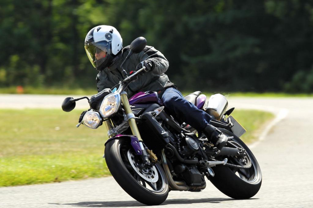 Die Street Triple des Modelljahres 2012 hat Triumph jetzt schon am Start.