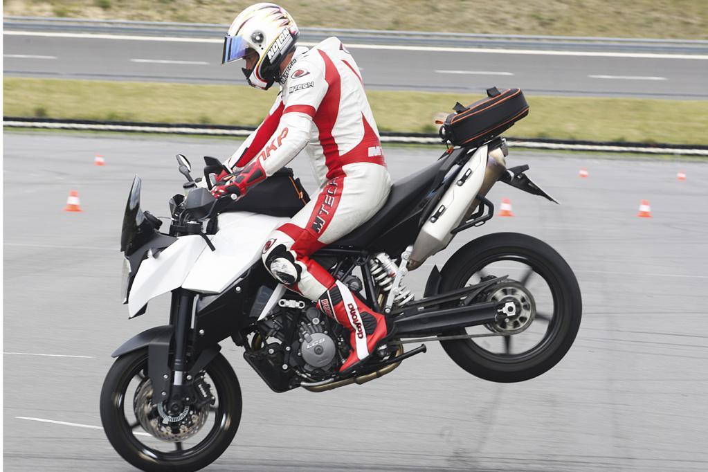Die neue Generation des Motorrad-ABS kann mehr als nur sicher bremsen.