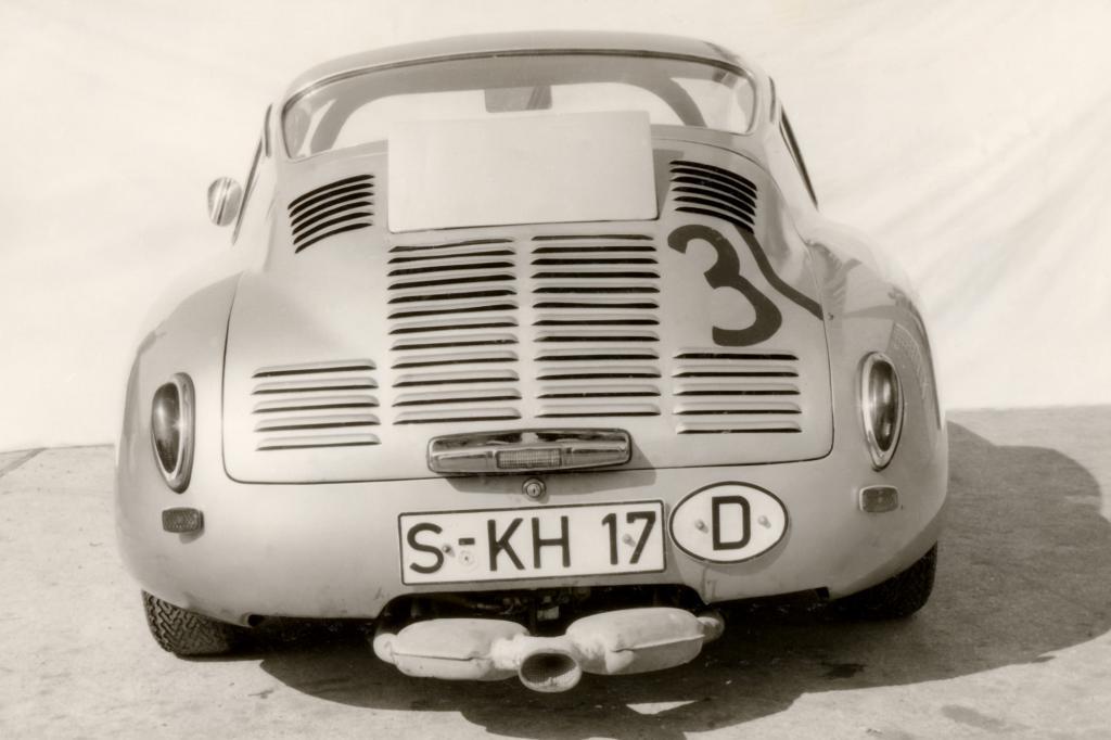 Die offenen Ansaugtrichter der Zylinder zeugen von einer Art des Motorbaus, die Lärmvorschriften dezent ignorieren konnte