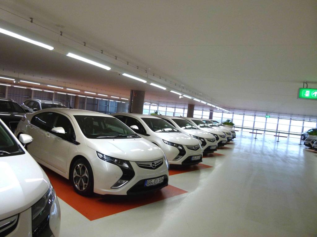 Elektroauto testen: Europcar stockt Mietwagenflotte mit Opel Ampera auf