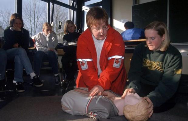 Erste-Hilfe-Kurse für Autofahrer - Fast alle sind geschult