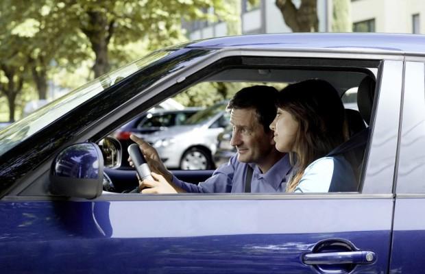 Führerschein mit 17 Jahren: Wer darf begleiten?