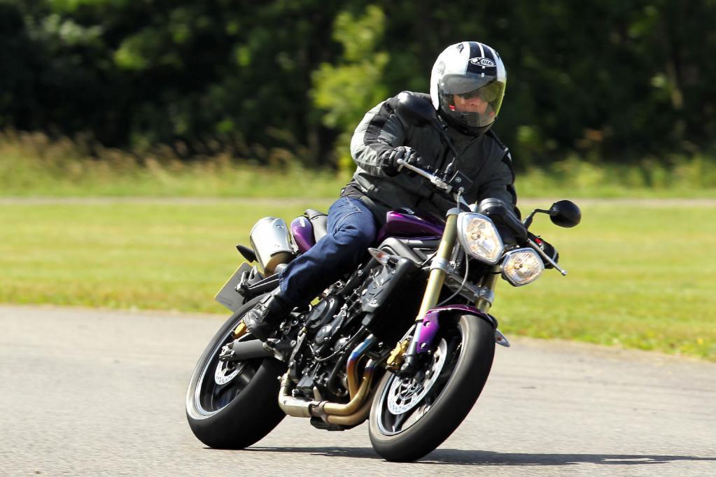 Für 8 090 Euro ist der aufgehübschte Landstraßenjäger des Modelljahres 2012 zu haben.