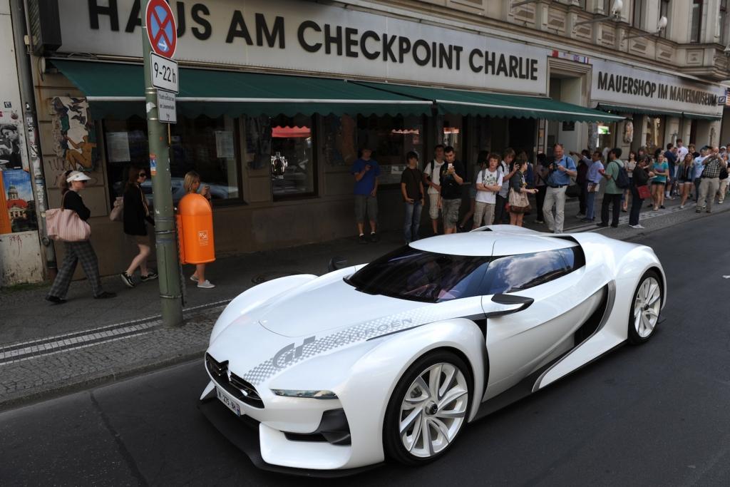 Fahrzeuge, die man zwar schon auf Automessen sehen konnte, die aber jetzt erstmals deutschen Asphalt betreten.
