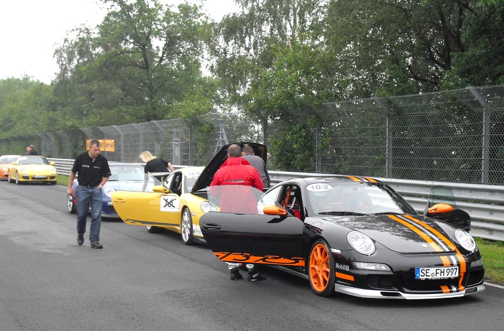 Gleich geht's los, hier alle mit Porsche-Elfer.