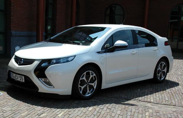 Immer am (grünen) Ball: Opel-Stromer Ampera mit Reichweiten-Verlängerung