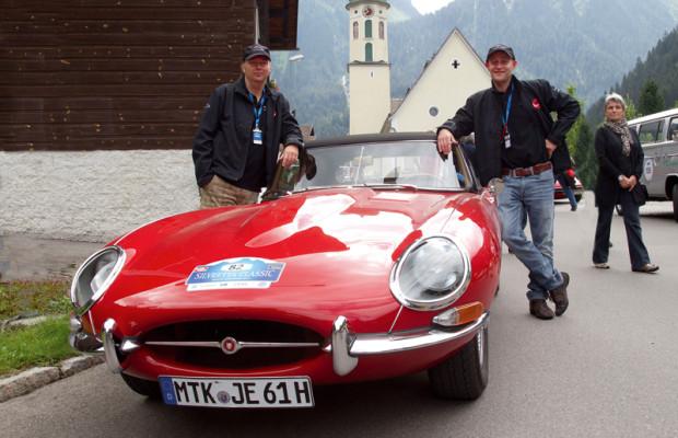 Jürgen Vogel fährt bei der Silvretta im Jaguar E