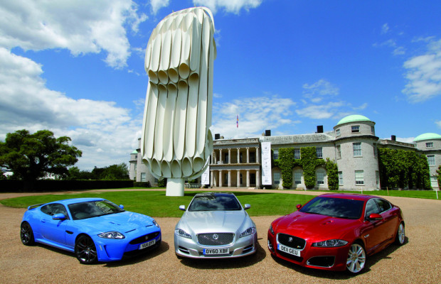 Jaguar begrüßt Goodwood-Besucher mit E-Type-Skulptur