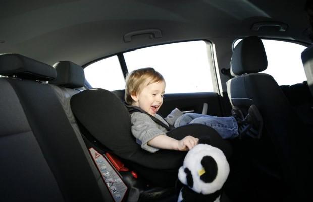 Kinder im Auto richtig anschnallen