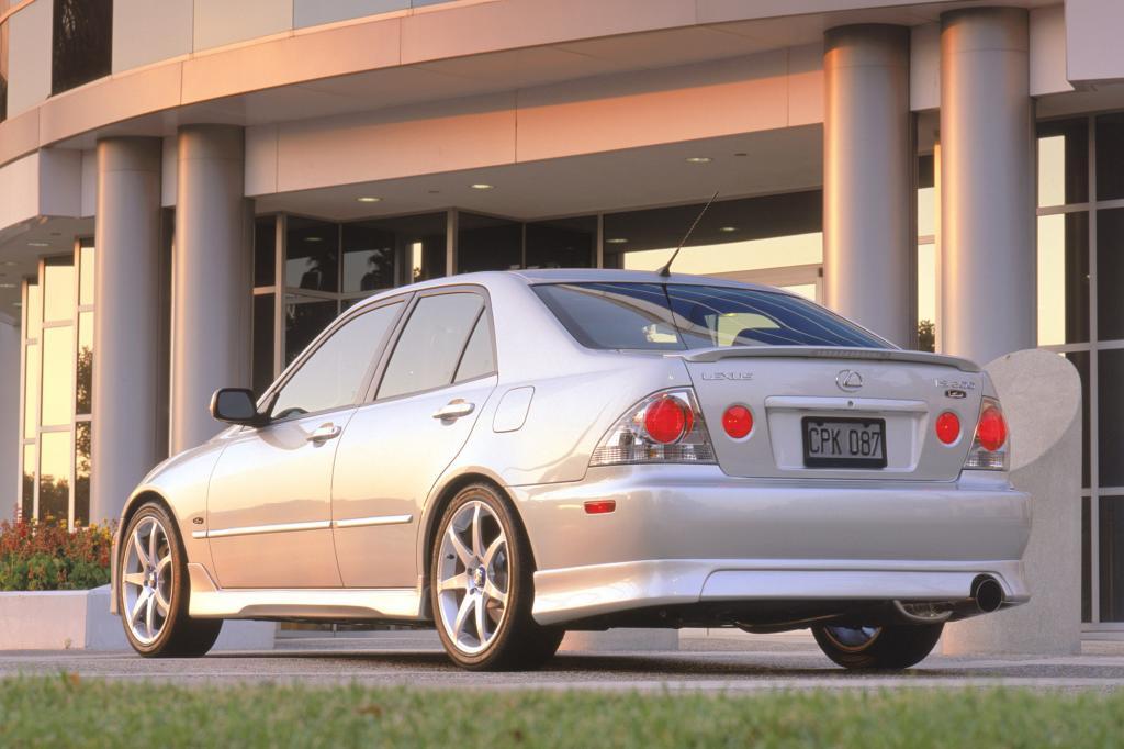 Klarglas-Rückleuchten und klassische Proportionen: Der erste Lexus IS wurde zur Tuning-Ikone