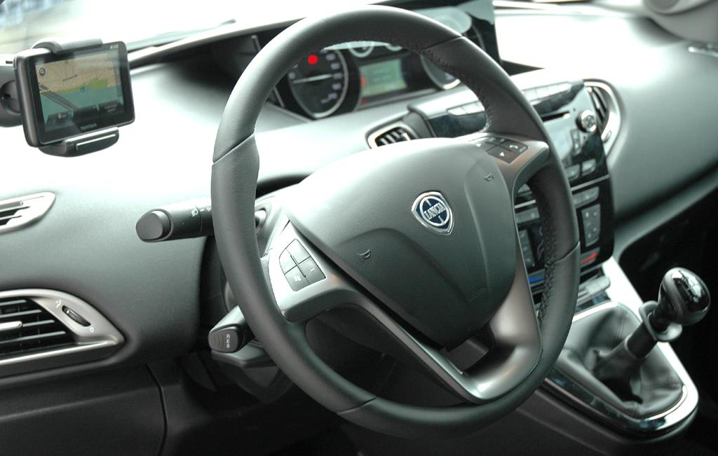 Lancia Ypsilon: Blick ins eher funktionell gehaltene Cockpit.