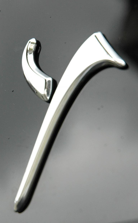 Lancia Ypsilon: Stilisierter Anfangsbuchstabe des Modellnamens auf der Seite.