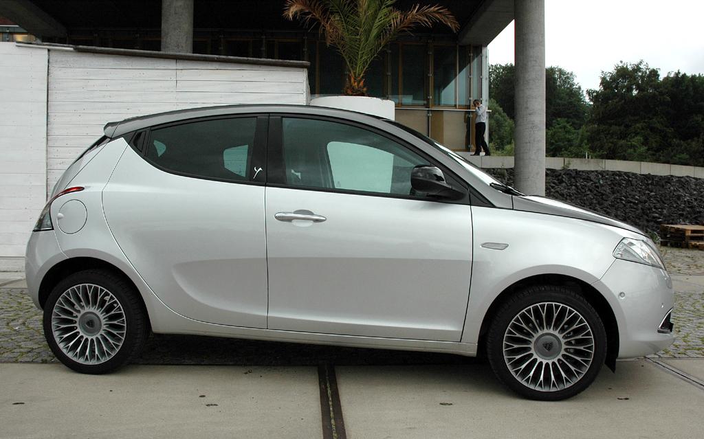 Lancia Ypsilon: Und so sieht das Einstiegsmodell der Marke von der Seite aus.