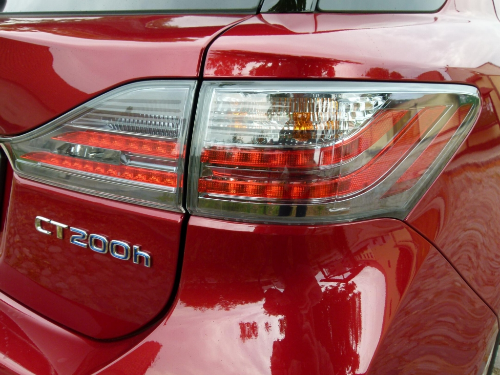 Lexus CT 200h: Erster Vollhybrid der Kompaktklasse mit kleinen Schönheitsfehlern