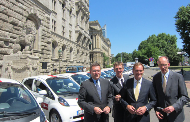 Mitsubishi übergibt 15 i-MiEV an Leipziger Stadtverwaltung