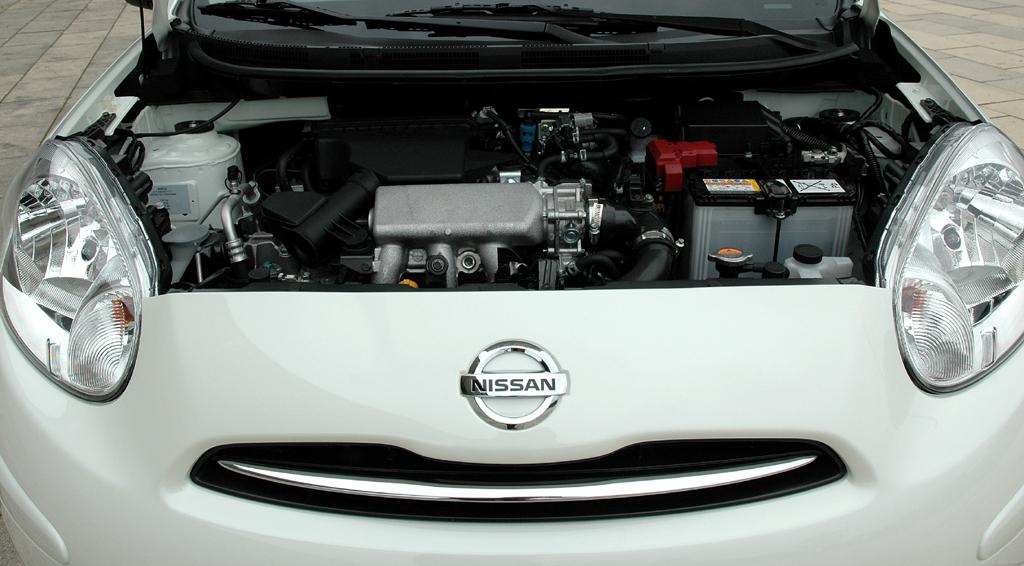 Nissan Micra DIG-S: Blick auf den Kompressor-aufgeladenen 98-PS-Dreizylinder.