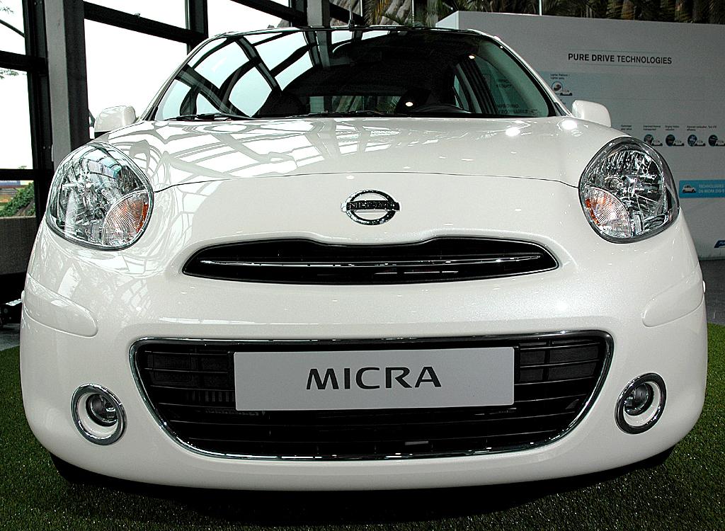 Nissan Micra DIG-S: Blick auf die Frontpartie des Kleinwagens.