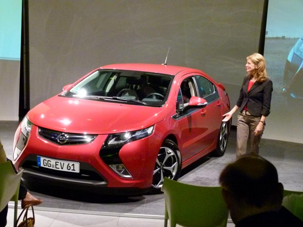 Opel Ampera: Alltagstauglicher Stromer ohne Reichweitenprobleme   Johanna Pietrzyk, Opel Design