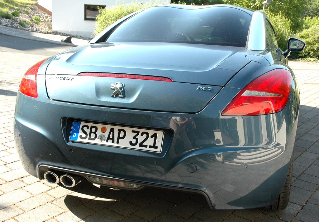 Peugeot RCZ Diesel: Heckansicht des zweitürigen Sportcoupés.