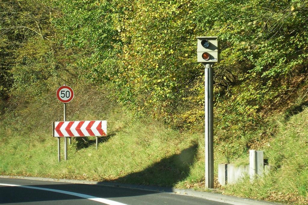 Recht: Vorsicht Falle – Hohe Strafen für Blitzerwarner