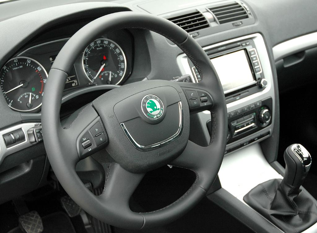 Skoda Octavia LPG: Blick ins funktionell gestaltete Cockpit. Die Bedienung fällt leicht.