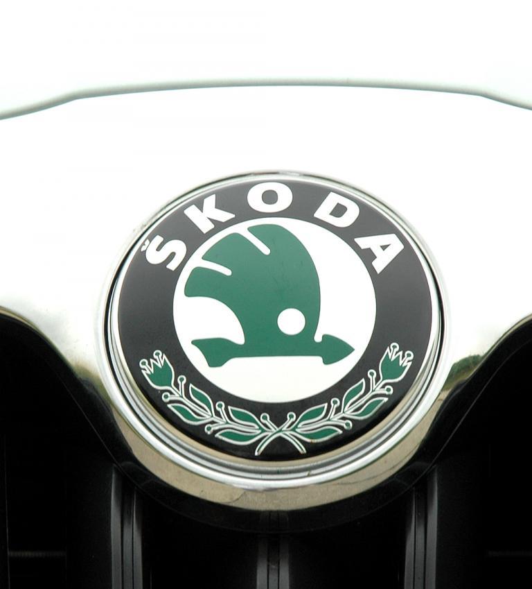 Skoda Octavia LPG: Das Markenlogo sitzt vorn auf der Motorhaube auf dem Kühlergrill.