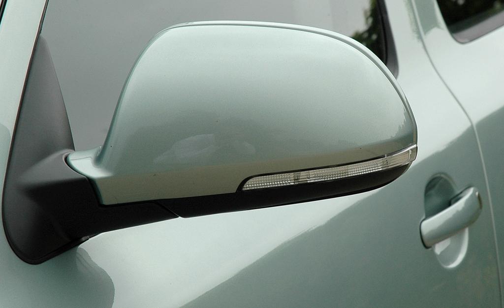 Skoda Octavia LPG: In die Außenspiegel sind Blinkerleisten integriert.
