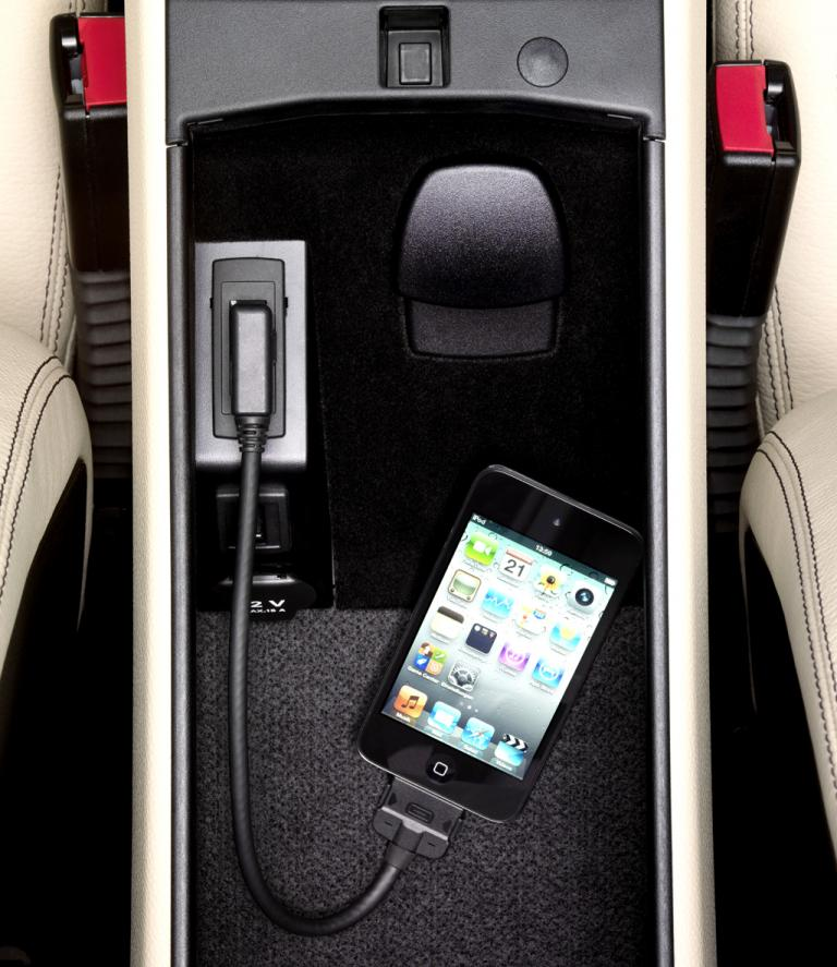 Smartphone-Anschluss in der Mittelkonsole.