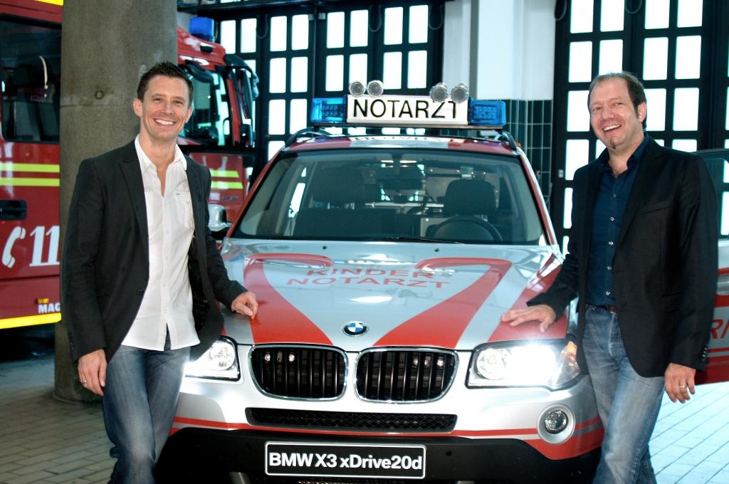 Spende des neuen Einsatzfahrzeuges BMW X3 xDrive 20d an den Münchner Kindernotdienst (Dr. Florian Hoffmann and Dr. Ludwig Schmid, Kindernotärzte ).
