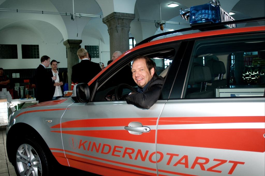 Spende des neuen Einsatzfahrzeuges BMW X3 xDrive 20d an den Münchner Kindernotdienst (Kindernotarzt Dr. Ludwig Schmid).