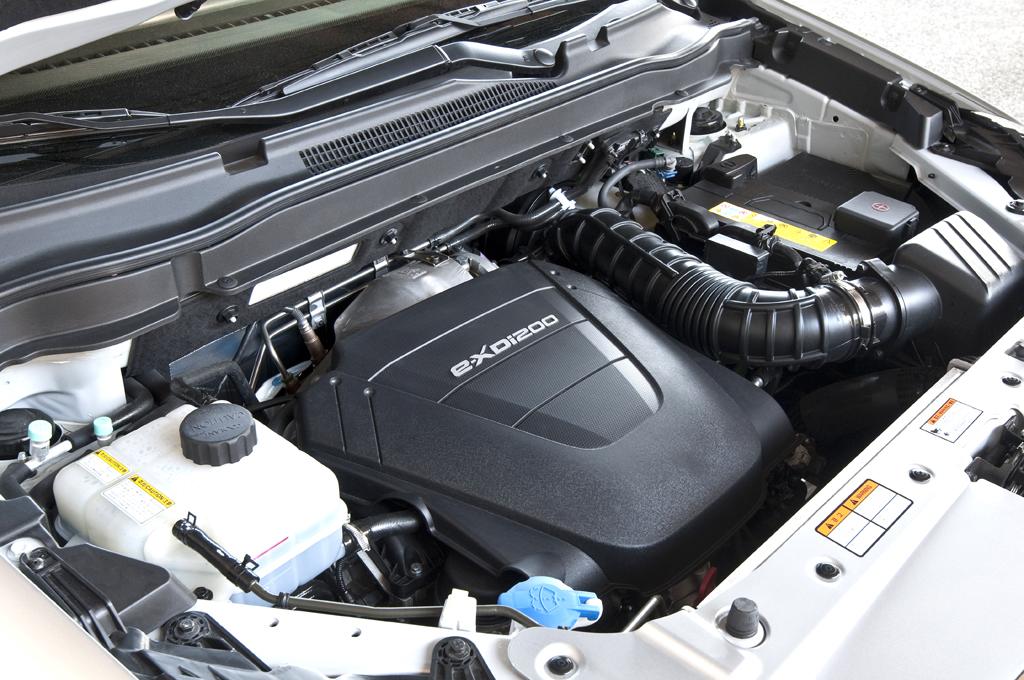 SsangYong Korando: Blick unter die Motorhaube des 2,0-Liter-Turbodiesel mit 175 PS.