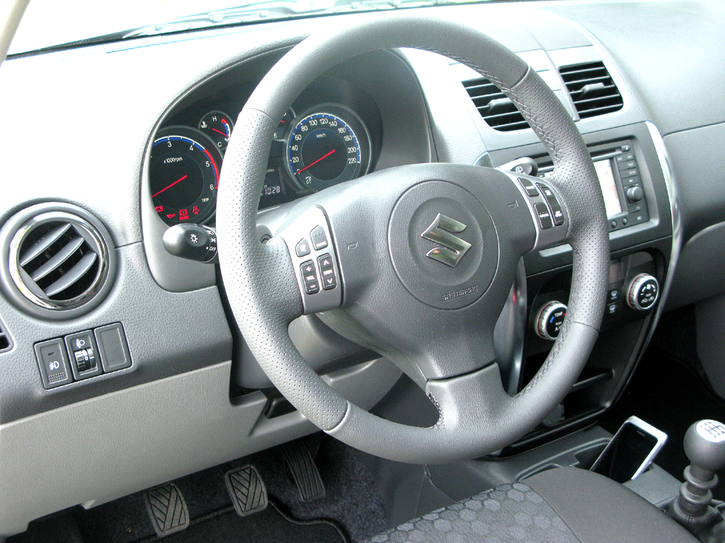 Suzuki SX4: Blick ins Cockpit.