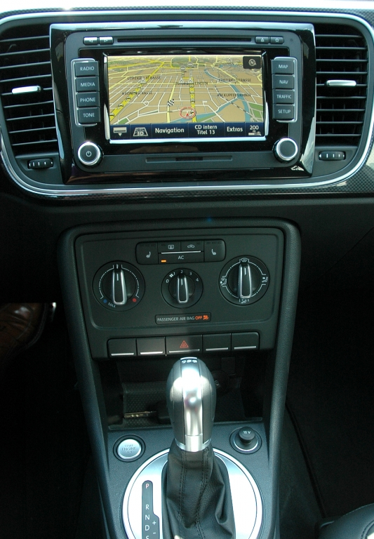 VW Beetle: Blick auf den mittleren Armaturenträger.