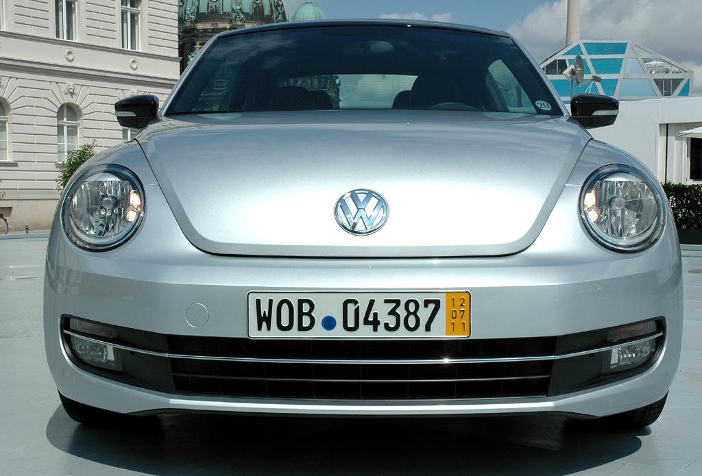 VW Beetle: Blick auf die Frontpartie der sportlicheren Neuauflage.