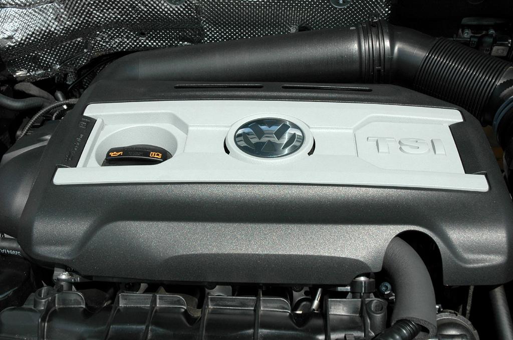 VW Beetle: Blick unter die Haube, hier des Spitzenmodells, des 200-PS-Benziners.