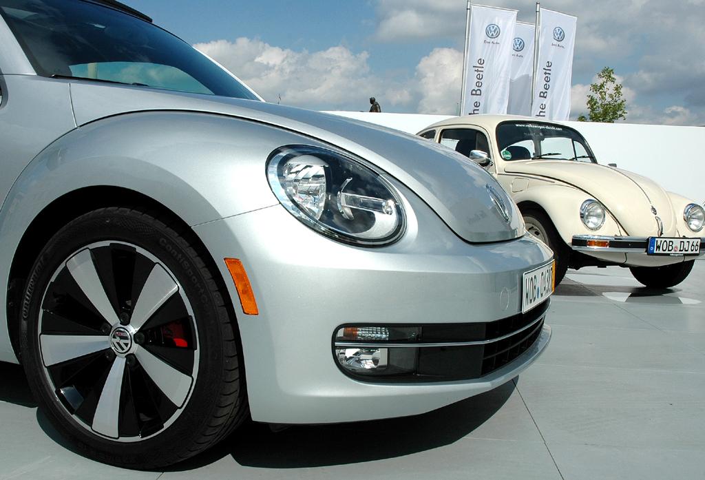 VW Beetle: Der neue Käfer und einer der Vorgänger.