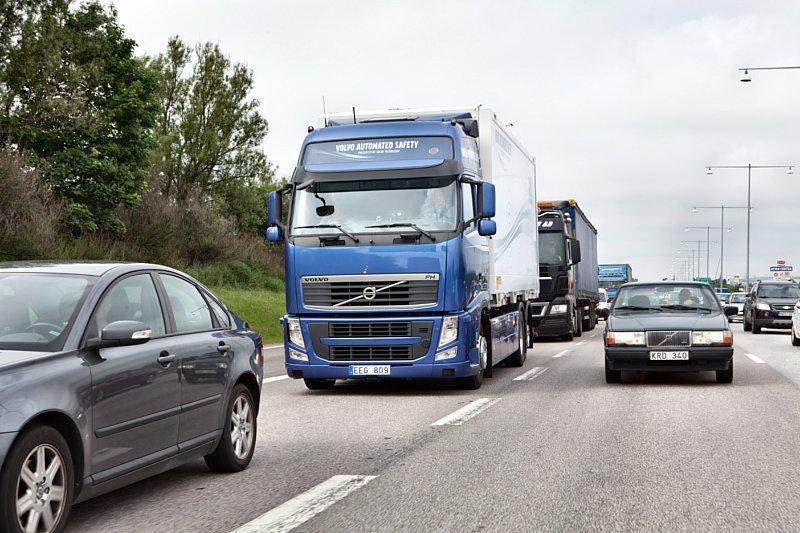 Volvo Trucks mit neuem Stau-Assistenten