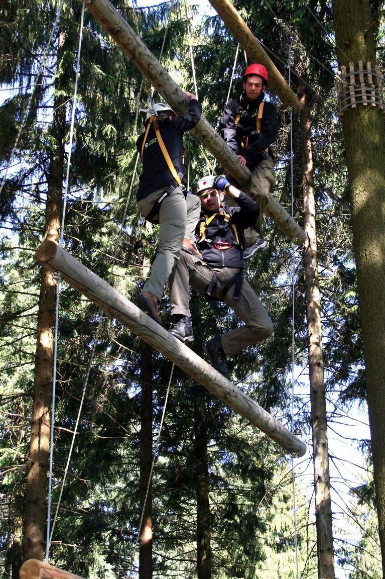 Zuvor mussten sich die Teilnehmer in einem Bootcamp bei teambildenden Maßnahmen und im Outdoor-Training qualifizieren.