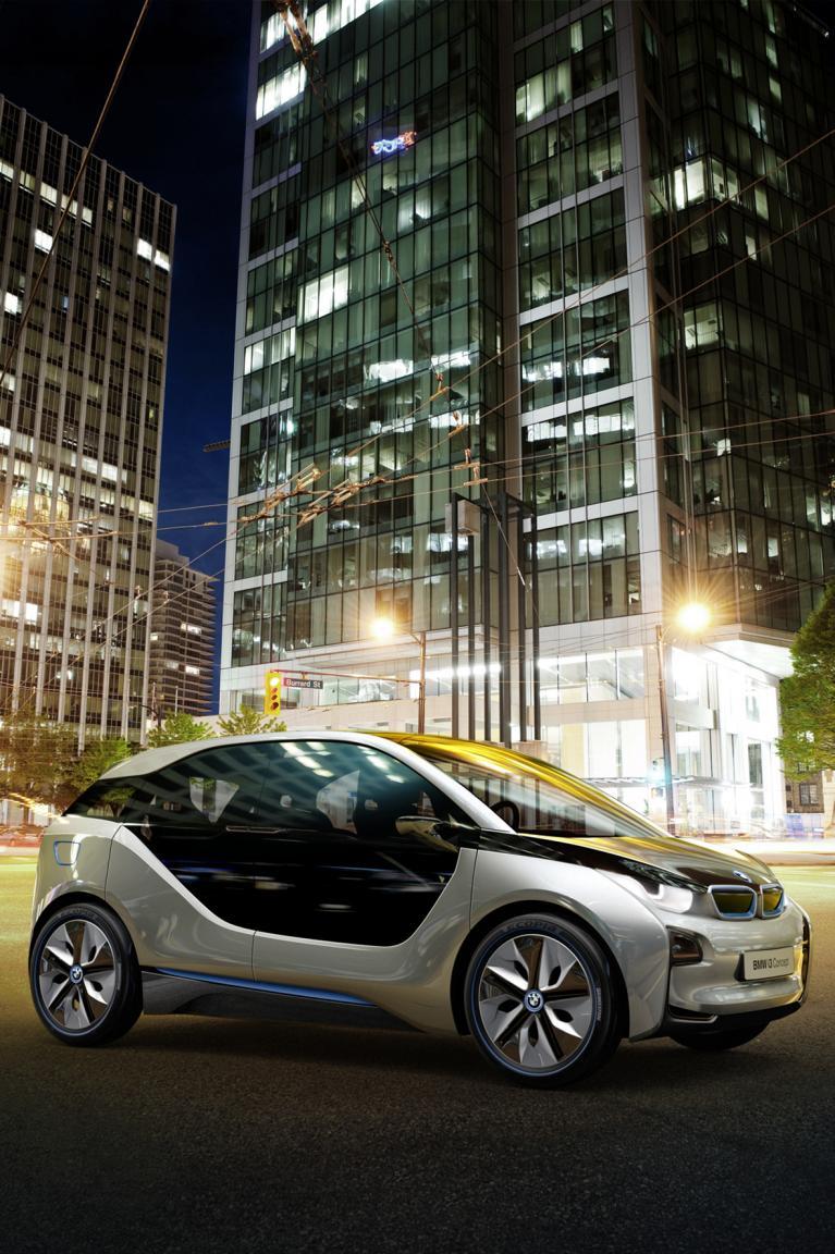 it einem Gewicht von nur 1 300 Kilo inklusive der Batterie ist der BMW i3 über 300 Kilo leichter als gewöhnliche Elektroautos dieser Größe.