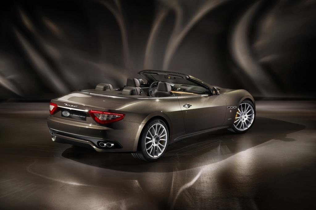 Der Viersitzer wird unverändert von einem 4,7-Liter-V8 mit 323 kW/440 PS angetrieben