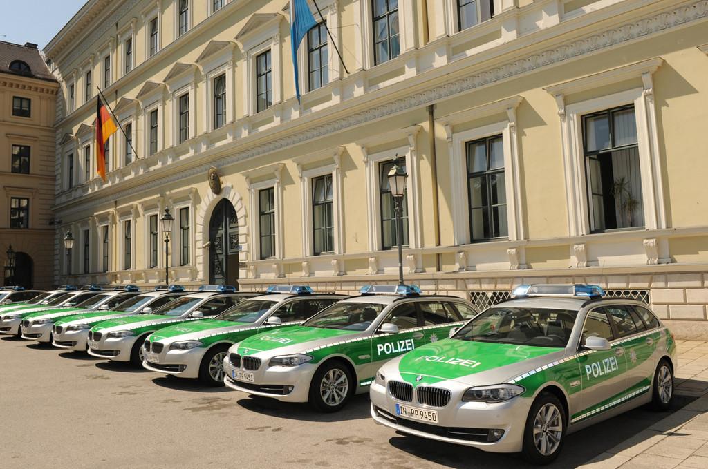 Übergabe von zehn neuen BMW 5er Touring als Streifenwagen für die Bayerische Polizei, Bayerisches Staatsministerium des Innern.