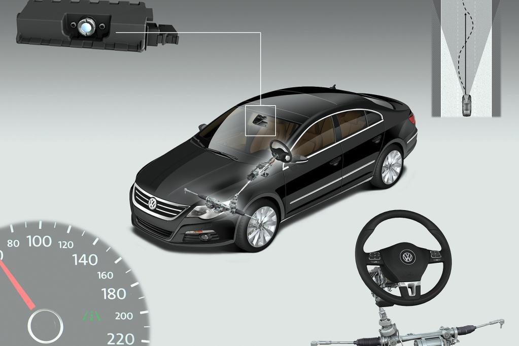 Auch VW bietet im Mittelklässler Passat ein ähnliches System an. Das Fahrbahnsymbol im Tacho zeigt, dass das System aktiv ist.