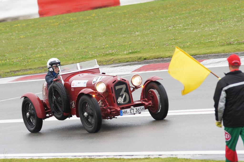Auch echte Oldies wie der Alfa Romeo 8c Monza sind unter den Startern