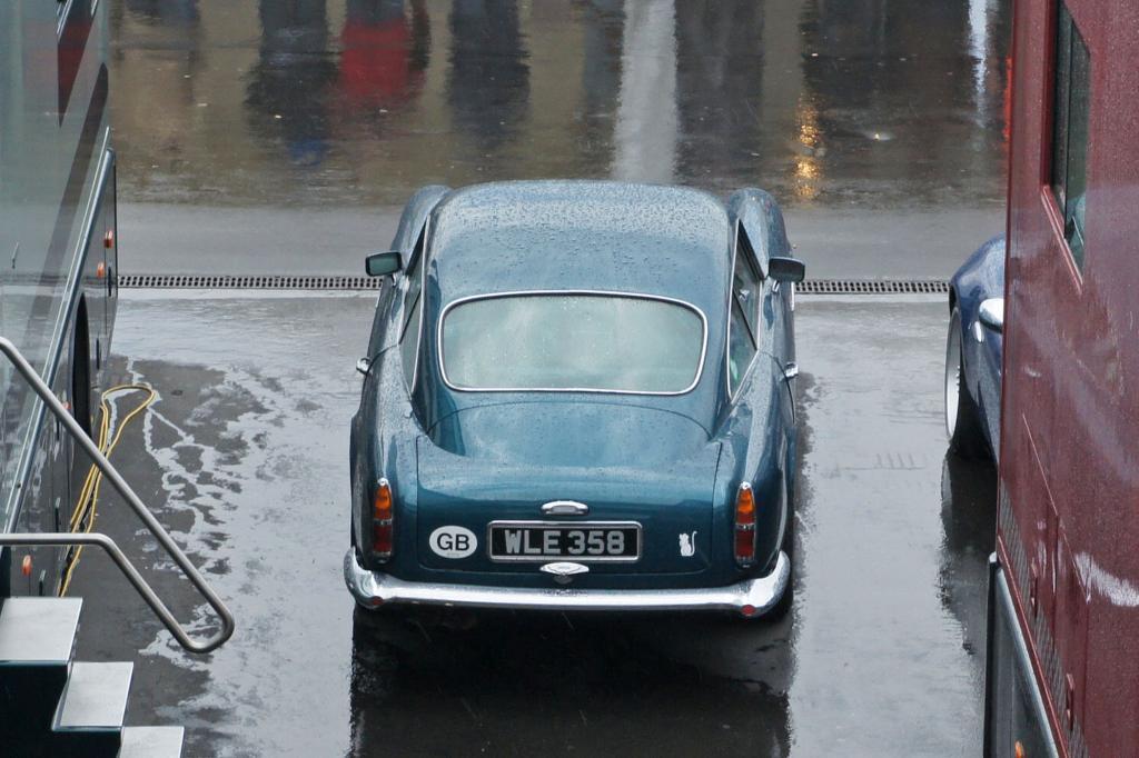 Auch im Regen ein Hingucker: der Aston Martin DB4 GT