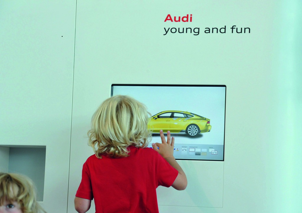 Audi-Forum Neckarsulm: Fingermalen in der Kleinkinderzone.