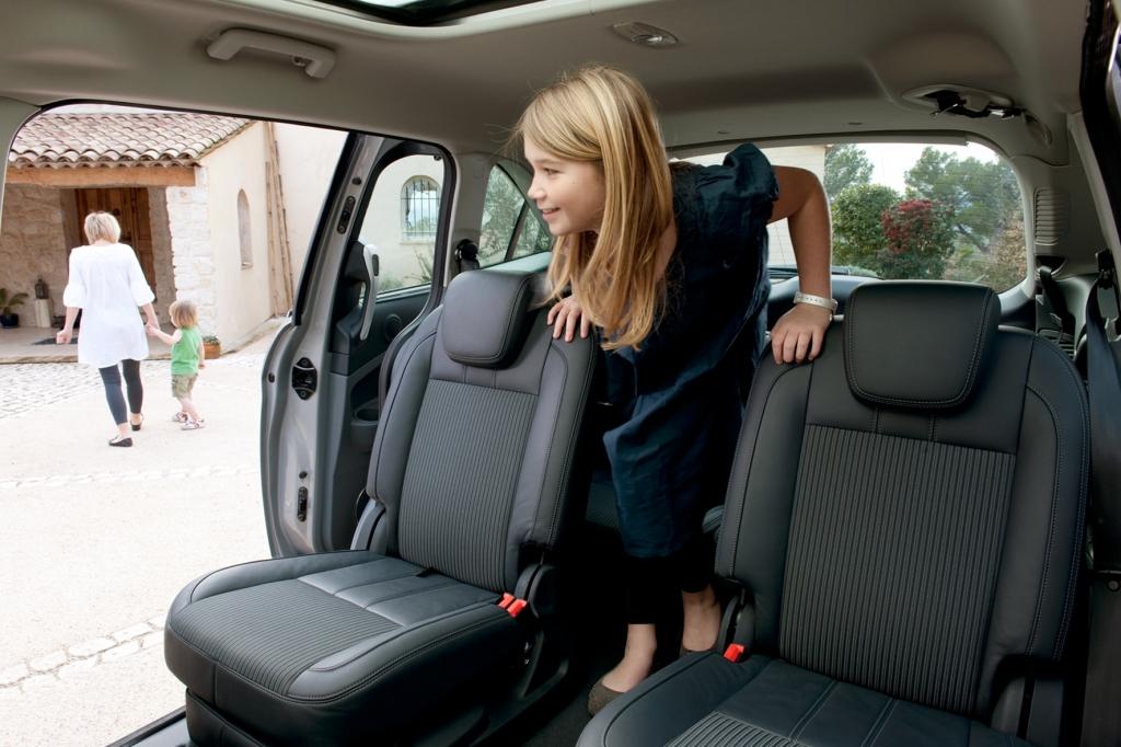 Auf Wunsch gibt es für den großen Max auch ein flexibles Sitzsystem mit dritter Reihe und versenkbarem Mittelsitz in Reihe zwei.